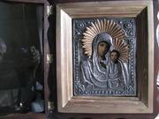 Предлагаю старинную икону Казанской Богородицы в посеребренном окладе и киото.